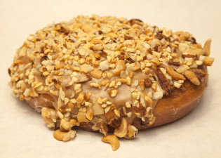 Cinnamon Roll with Mixed Nuts